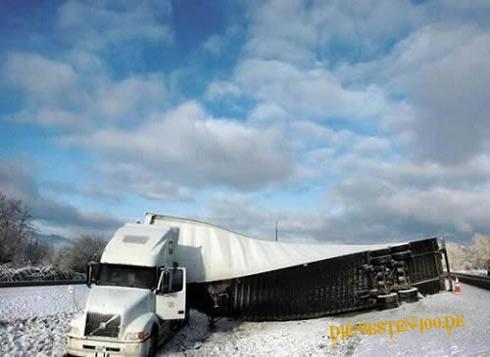 Die besten 100 Bilder in der Kategorie transport: Truck-Unfall