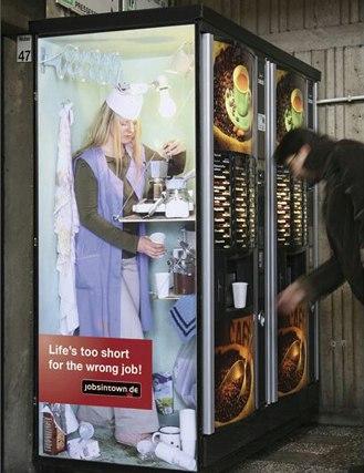 Die besten 100 Bilder in der Kategorie werbung: Werbung auf Kaffee-Automat
