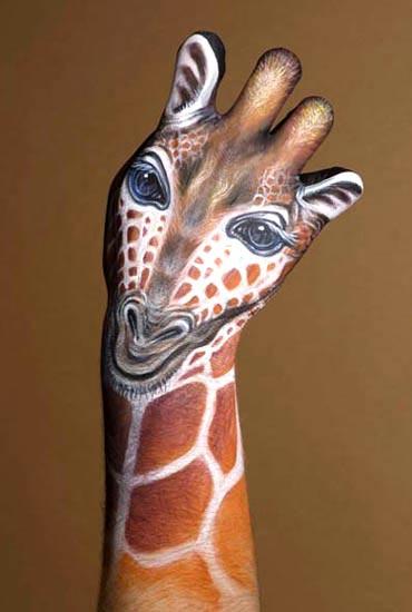 Die besten 100 Bilder in der Kategorie bodypainting: hand giraffe