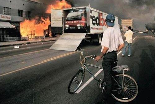 Die besten 100 Bilder in der Kategorie werbung: Fedex liefert Feuerwehr