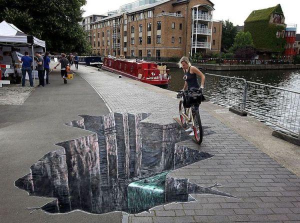 Die besten 100 Bilder in der Kategorie strassenmalerei: Straßenmalerei Loch auf Gehweg