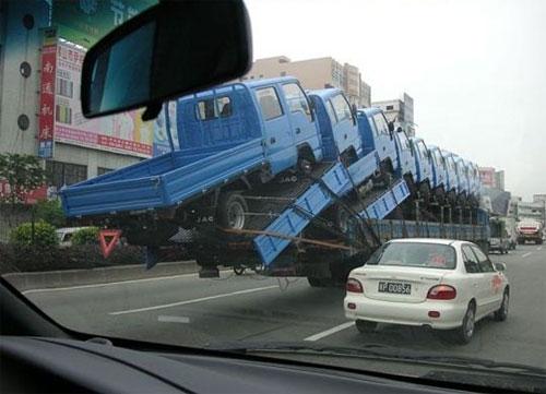 Die besten 100 Bilder in der Kategorie transport: 10 Laster mit einem Laster transportieren!