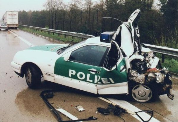 Die besten 100 Bilder in der Kategorie shit_happens: kurzes Polizeiauto