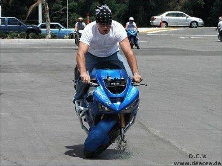 Die besten 100 Bilder in der Kategorie shit_happens: defektes Motorrad