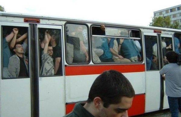 Die besten 100 Bilder in der Kategorie transport: Überfüllter Linienbus