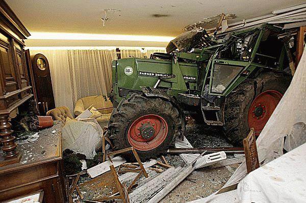 Autos traktor im wohnzimmer die besten 100 bilder in for Wohnzimmer quatsch