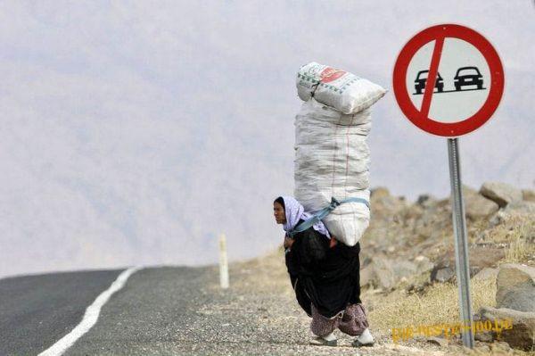 Die besten 100 Bilder in der Kategorie transport: Frau transportiert Säcke
