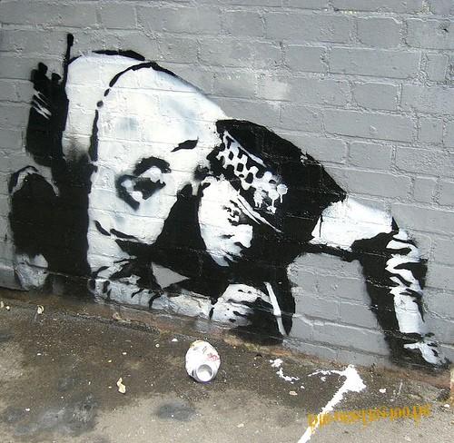Die besten 100 Bilder in der Kategorie graffiti: Police-Officer zieht eine Line - Koks