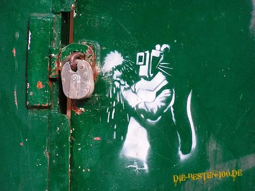 Die besten 100 Bilder in der Kategorie graffiti: Ratte schweisst schloss auf