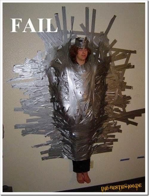 betrunkene mit tape klebeband an die wand geklebt die besten 100 bilder in vielen kategorien. Black Bedroom Furniture Sets. Home Design Ideas