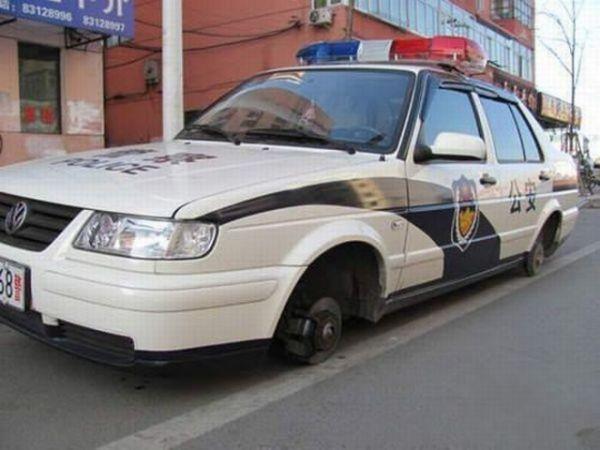Die besten 100 Bilder in der Kategorie shit_happens: Polizei wurde Ihrer Reifen beraubt