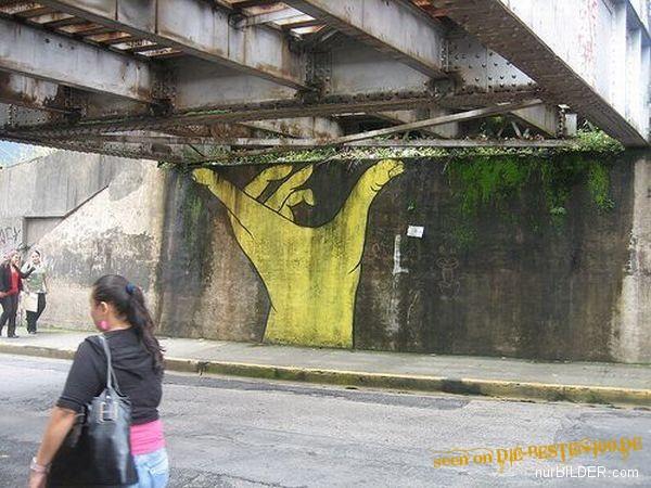 Die besten 100 Bilder in der Kategorie graffiti: Hand-stützt-Brücke Graffiti