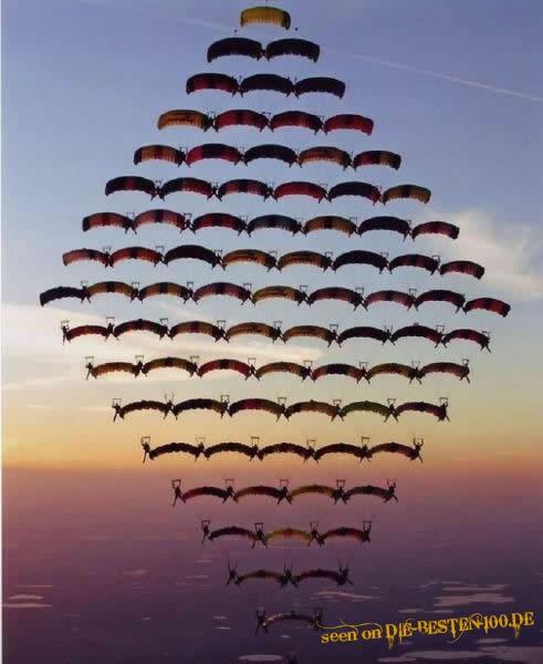 Die besten 100 Bilder in der Kategorie sport: Fallschirmspringer-Formation - Parachuting in Formation