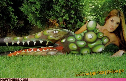 Die besten 100 Bilder in der Kategorie bodypainting: Krokodil-Bodypainting