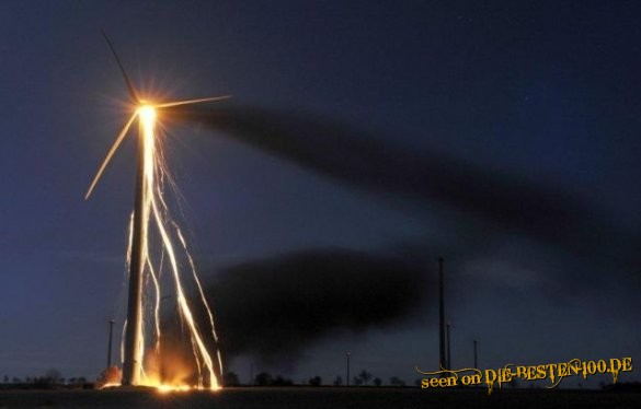 Die besten 100 Bilder in der Kategorie shit_happens: Windrad brennt ab - Langzeitbelichtung