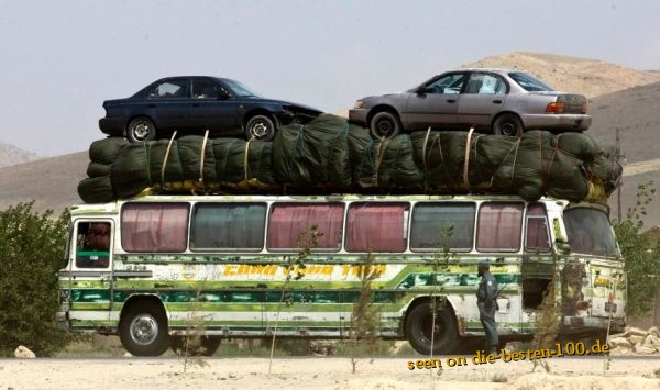 Die besten 100 Bilder in der Kategorie transport: 2 Autos auf Reisebus