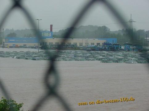 Die besten 100 Bilder in der Kategorie shit_happens: Überschwemmung auf Auto Parkplatz
