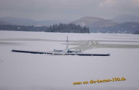 Die besten 100 Bilder in der Kategorie shit_happens: Flugzeug versinkt im See