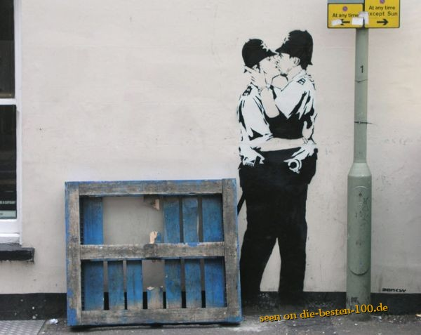 Die besten 100 Bilder in der Kategorie graffiti: kissing coppers - Banksy