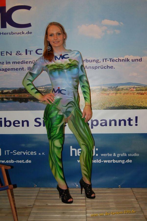 Die besten 100 Bilder in der Kategorie bodypainting: Bodypainting Pflanzen Himmel