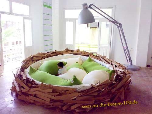 Die besten 100 Bilder in der Kategorie moebel: Vogelnest-Bett mit gigantischer Tischlampe - nest bed