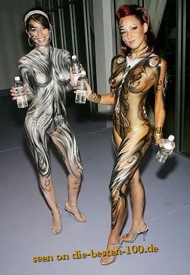 Die besten 100 Bilder in der Kategorie bodypainting: Gold und Silber Ornamente Bodypainting - very hot Girls