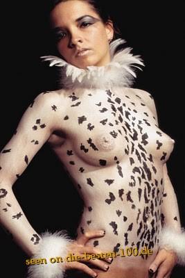 Die besten 100 Bilder in der Kategorie bodypainting: Ein Hühnchen Bodypainting