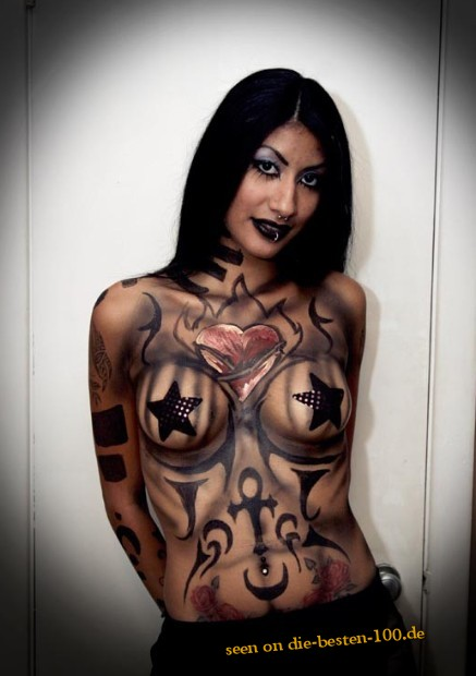Die besten 100 Bilder in der Kategorie bodypainting: Dark Symbols Bodypainting