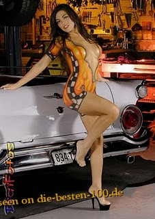 Die besten 100 Bilder in der Kategorie bodypainting: Racing Car Model Bodypainting