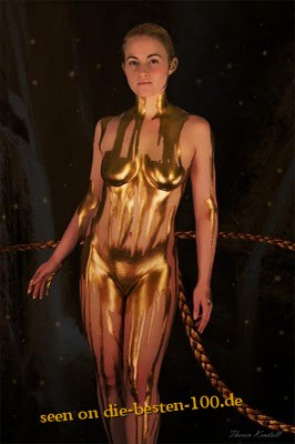Die besten 100 Bilder in der Kategorie bodypainting: fluid golden Bodypainting Model