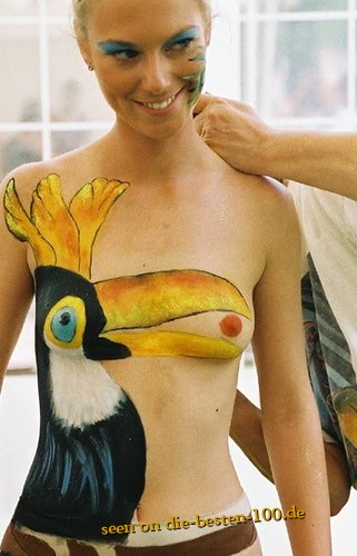 Die besten 100 Bilder in der Kategorie bodypainting: lustiges Kakadu Bodypainting - funny Body Art