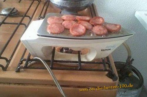 Die besten 100 Bilder in der Kategorie clever: Not macht erfinderisch - Bügeleisen-Bratwurst - Redneck Cooking