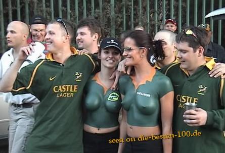 Die besten 100 Bilder in der Kategorie bodypainting: Football Trikot Bodypainting
