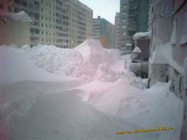 Giant snow Problem in City