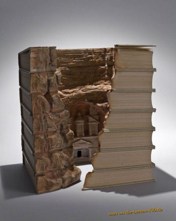 Die besten 100 Bilder in der Kategorie kunst: If You Cant Read - Buch schnitzen
