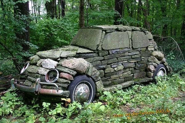 Die besten 100 Bilder in der Kategorie kunst: Hoher Verbrach - 10Tonnen Stein-Auto
