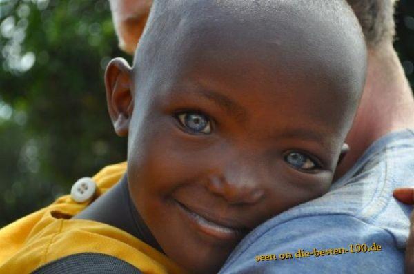 Die besten 100 Bilder in der Kategorie kinder: Amazing Blue Eyes - Schwarzer Junge Blaue Augen