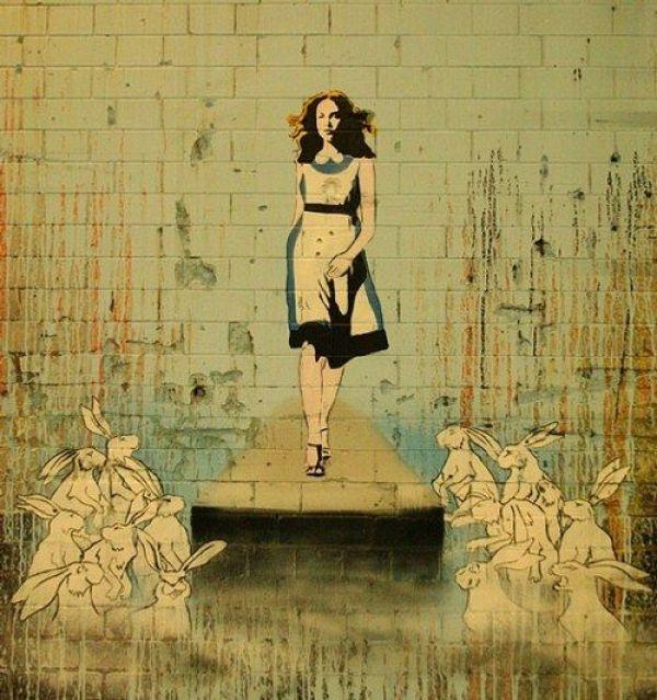 Die besten 100 Bilder in der Kategorie graffiti: Alice auf Wunderlaufsteg
