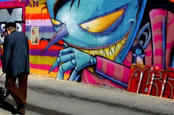 Die besten 100 Bilder in der Kategorie graffiti: Buntes Fieses Männchen Graffiti