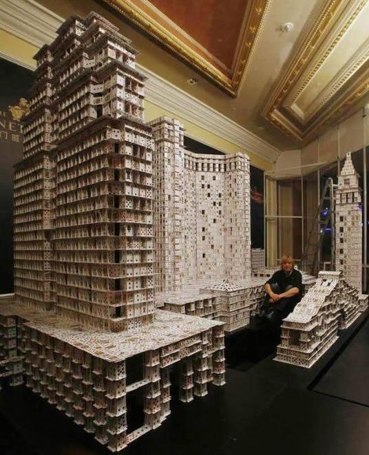 Die besten 100 Bilder in der Kategorie kunst: Karten-Hoch-Haus