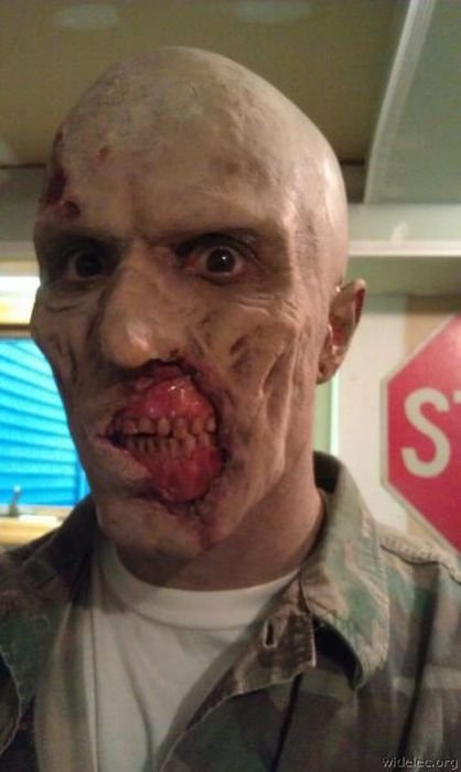 Wanna Kiss? Perfect Zombi mask