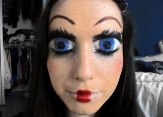 Die besten 100 Bilder in der Kategorie bodypainting: Facepainting - Augen auf Augenlidern
