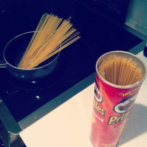 Die besten 100 Bilder in der Kategorie clever: Pringles Dose zur Spaghetti Aufbewahrung