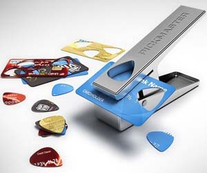 Die besten 100 Bilder in der Kategorie clever: Gitarren-Blättchen Stanze aus Kreditkarten