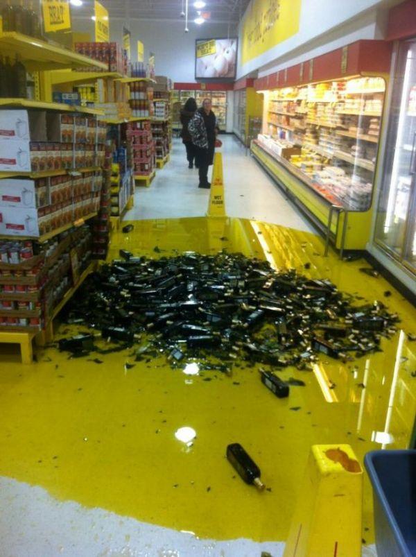 Die besten 100 Bilder in der Kategorie shit_happens: Achtung rutschig - Oliven-Öl Desaster im Supermarkt