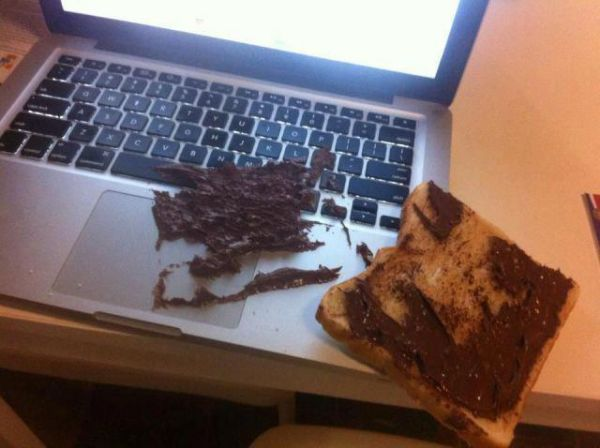 Die besten 100 Bilder in der Kategorie shit_happens: Stört doch kaum - Breakfast Accident on Macbook