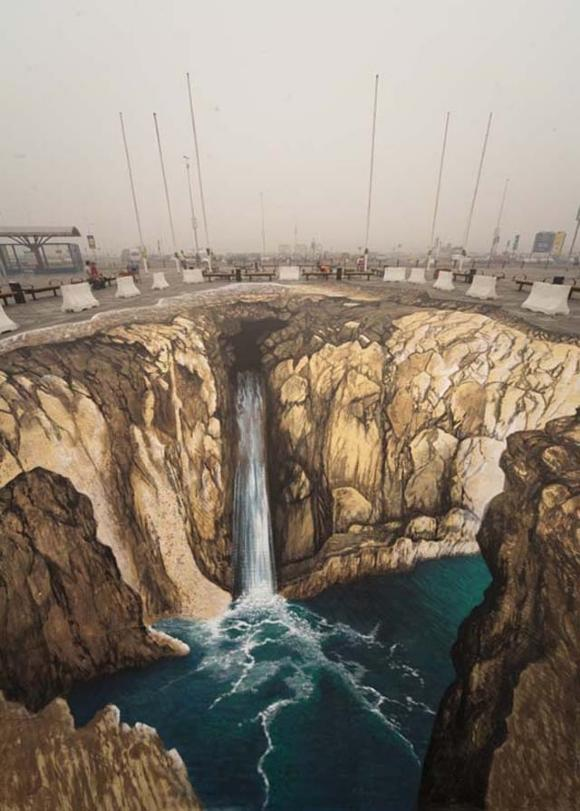 Die besten 100 Bilder in der Kategorie strassenmalerei: 3D Schlucht mit Wasserfall Strassenkunst
