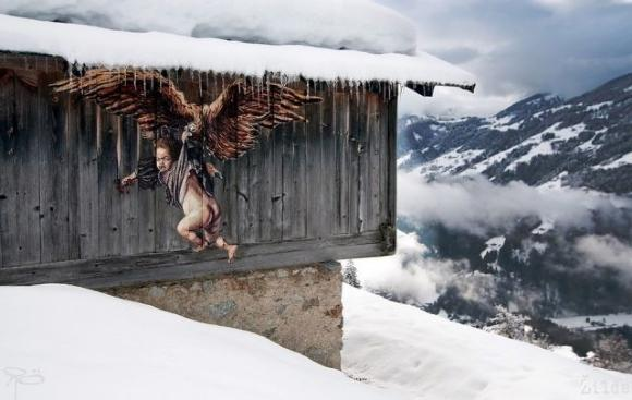 Die besten 100 Bilder in der Kategorie graffiti: Alpen-Grafitti - Klapper-Adler bringt Kind