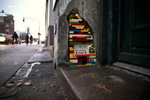 Die besten 100 Bilder in der Kategorie kunst: Lego Micro Cinema Street Art - Lilliput Kino