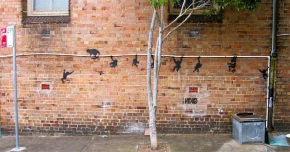 Die besten 100 Bilder in der Kategorie graffiti: Affen klettern an Rohr - Grafitti